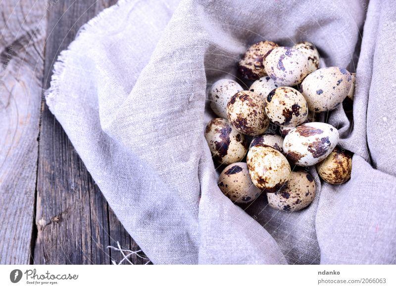 rohe Wachteleier Essen Frühstück Diät Tisch Ostern Natur Holz frisch klein natürlich oben grau Tradition organisch Ei Bauernhof geschmackvoll Gesundheit Panzer