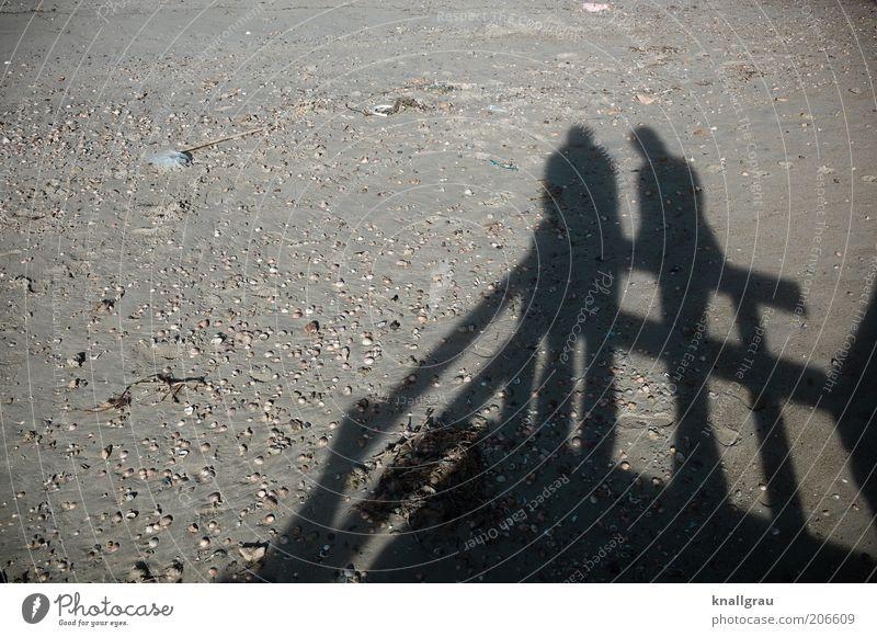 Schattenmenschen #1 Mensch Natur Meer Sommer Strand sprechen Sand Landschaft Zusammensein Vertrauen Muschel Verabredung Besprechung Wattenmeer begegnen
