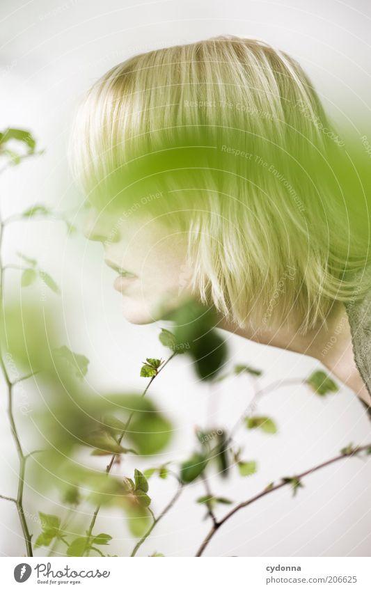 Green Mensch Natur Jugendliche schön Pflanze ruhig Gesicht Erholung Leben Frühling Kopf Haare & Frisuren träumen Gesundheit blond elegant