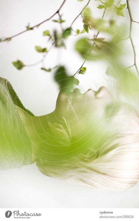 Einatmen Mensch Natur Jugendliche schön Pflanze ruhig Gesicht Erholung Leben Freiheit Frühling träumen Gesundheit Zeit ästhetisch