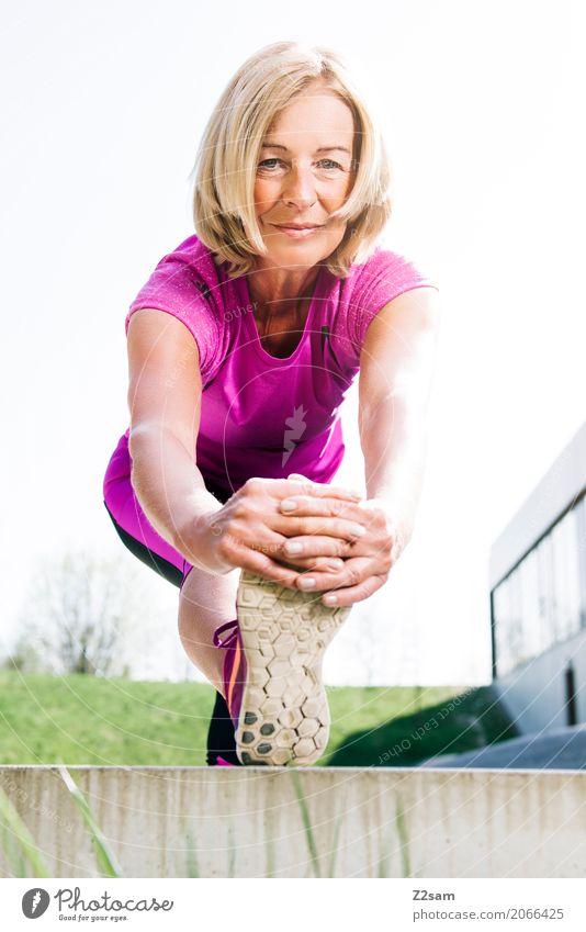 immer in Bewegung bleiben Frau Sommer Stadt schön Erholung Erwachsene Senior Gesundheit natürlich Sport Gesundheitswesen Glück rosa Freizeit & Hobby blond
