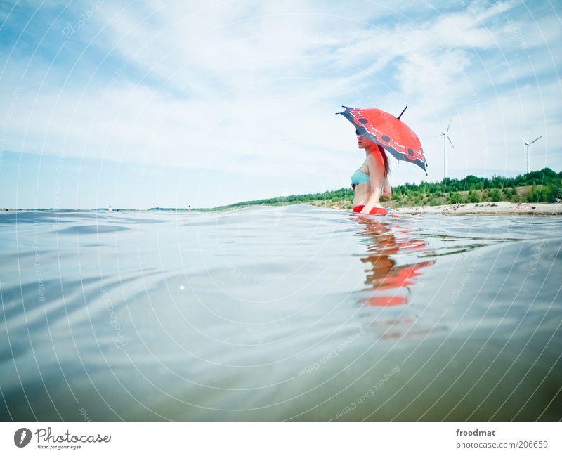 37° Mensch feminin Junge Frau Jugendliche Erwachsene Natur Landschaft nur Himmel Sommer Klimawandel Schönes Wetter Wärme Seeufer Teich Regenschirm langhaarig