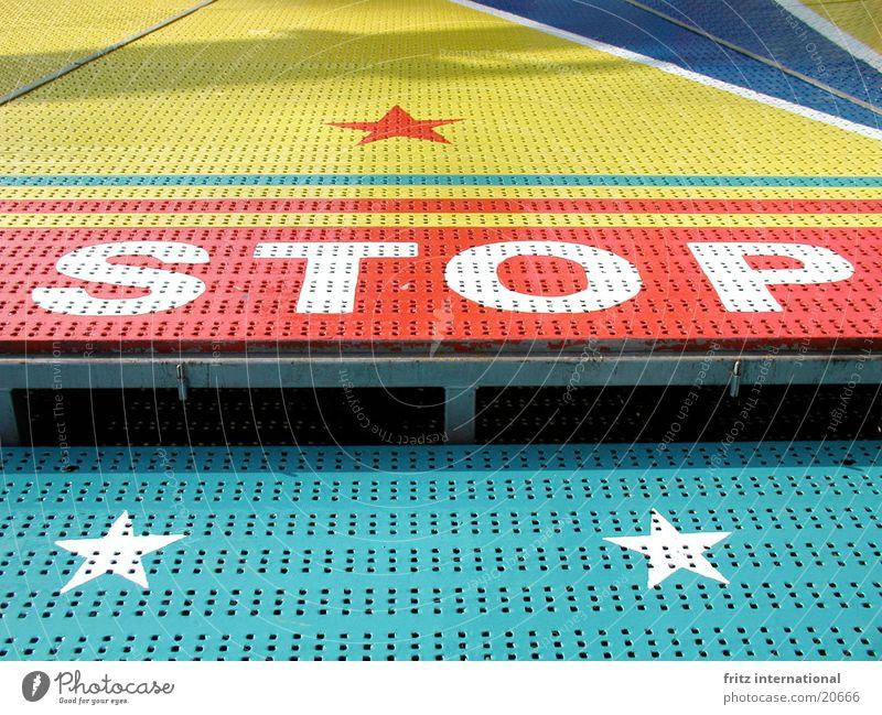 stop Farbe Stern (Symbol) gefährlich Schriftzeichen bedrohlich stoppen Hinweisschild Jahrmarkt Typographie Warnhinweis Halt