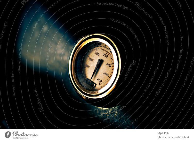 500°C blau schwarz dunkel analog Anzeige Messinstrument Grad Celsius Skala Makroaufnahme Temperatur Thermometer Messanzeige Temperaturregler