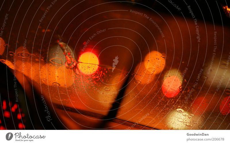 long way home rot dunkel Regen Orange orange nass Geschwindigkeit Verkehrswege Autofenster Scheinwerfer Durchblick Lichtpunkt Messinstrument Lichtschein