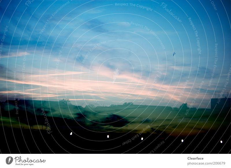Stadtgrenze Himmel blau Wolken schwarz Landschaft außergewöhnlich mystisch dramatisch Stadtrand Sonnenuntergang Sonnenaufgang Dämmerung Phantasielandschaft