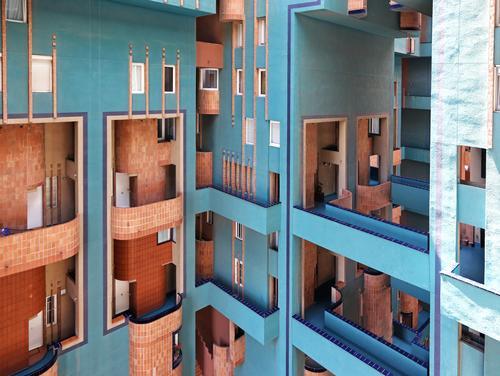 Walden71 blau Stadt Haus Architektur Wand Gebäude Mauer Design Wohnung Häusliches Leben ästhetisch Beton Brücke Turm Wohnhaus Balkon