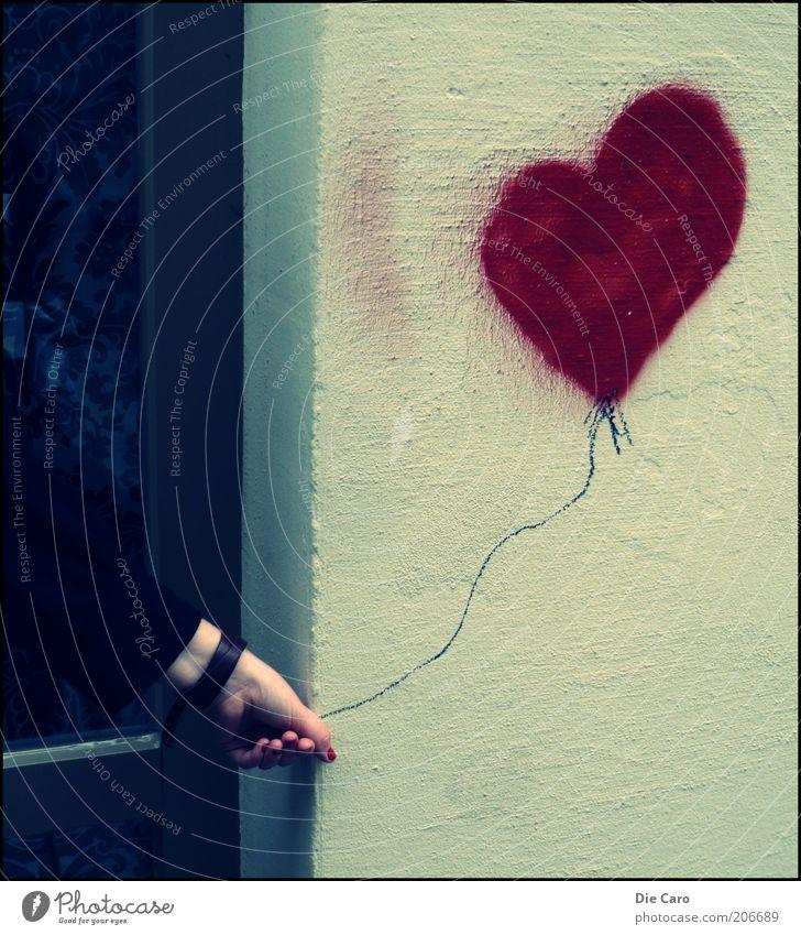 the Heart Luftballon Zeichen Graffiti einzigartig Kreativität Farbfoto Außenaufnahme Tag herzförmig Witz Straßenkunst Freude Hand Arme stoppen Kunst Kunstwerk