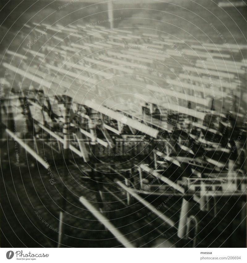 doppelt gemoppelt Menschenleer Schifffahrt Bootsfahrt Passagierschiff dunkel grau schwarz weiß Schwarzweißfoto Außenaufnahme Lomografie Tag Kontrast Unschärfe