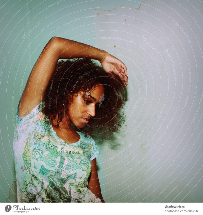 Amy - Foto 2 Mensch Jugendliche schön feminin Stil Haare & Frisuren Mode Erwachsene Lifestyle T-Shirt Körperhaltung einzigartig exotisch Locken