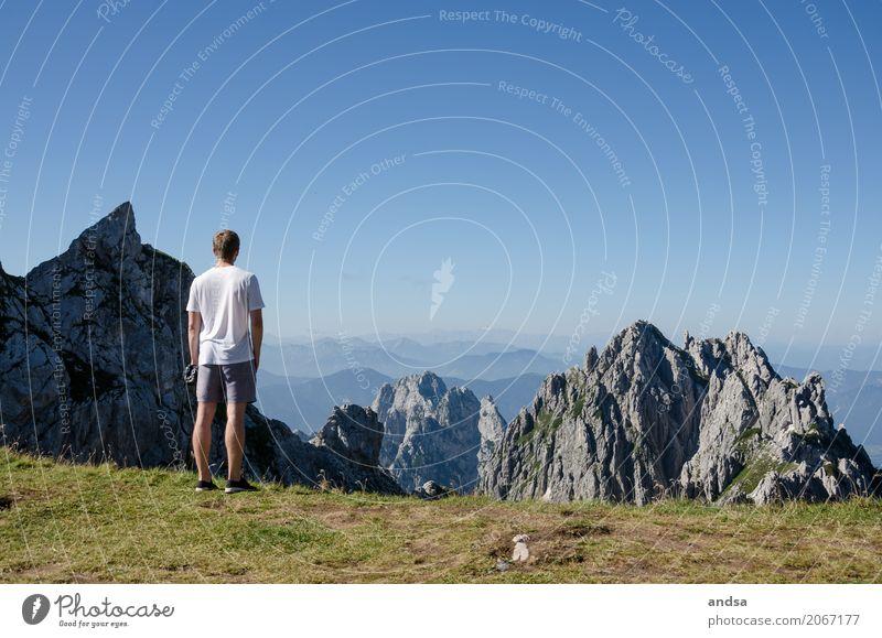 Slowenien Mensch Ferien & Urlaub & Reisen Jugendliche Mann Sommer Sonne Junger Mann ruhig Ferne 18-30 Jahre Berge u. Gebirge Erwachsene natürlich Gras Freiheit