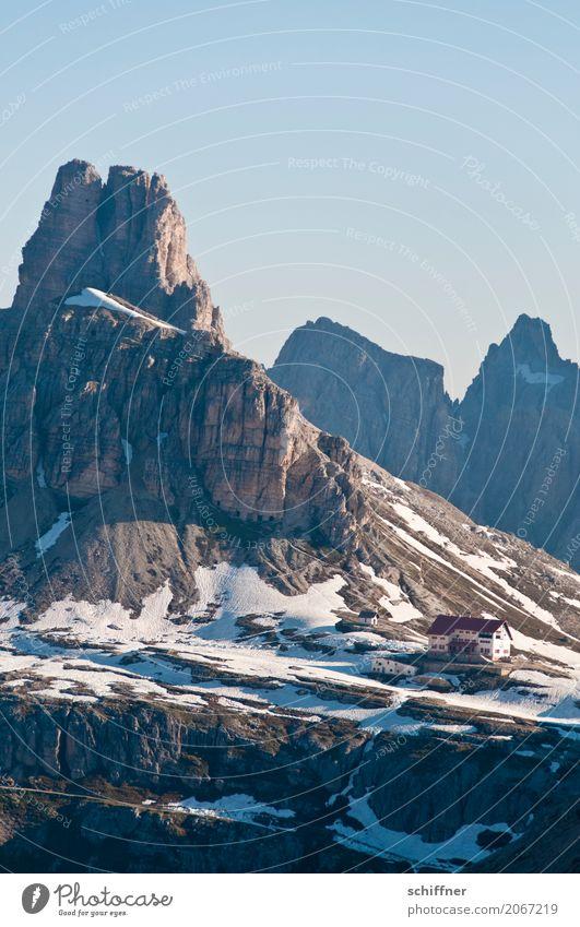 Chiuso Umwelt Natur Sonnenlicht Frühling Schönes Wetter Eis Frost Schnee Felsen Alpen Berge u. Gebirge Gipfel Schneebedeckte Gipfel Schlucht Hütte