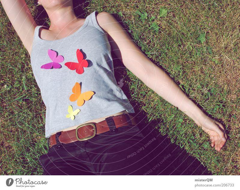 Bauchgefühl. Frau Mensch grün Sommer Erholung Wiese Gefühle Gras Freiheit Zufriedenheit Arme modern ästhetisch T-Shirt liegen