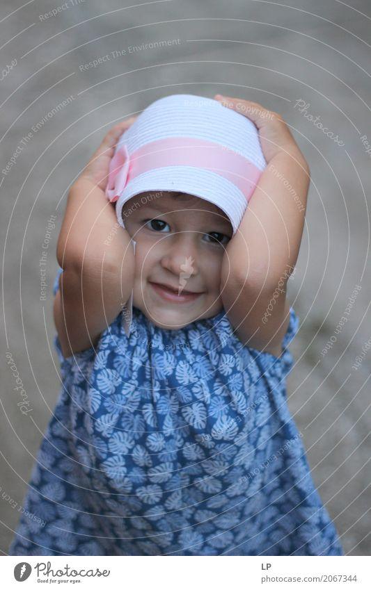 glückliches Kind Mensch Freude Mädchen Erwachsene Leben Lifestyle Senior Gefühle feminin Stil lachen Familie & Verwandtschaft Spielen Freizeit & Hobby Kindheit
