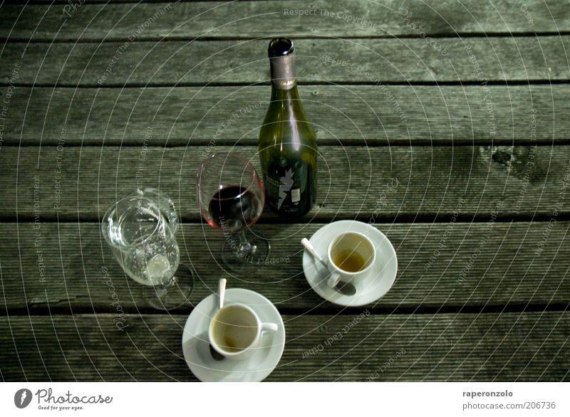 Picknick urban Kaffeetrinken Getränk Alkohol Wein Tasse Glas Lifestyle Nachtleben ausgehen Feste & Feiern Holz grau 2 Verschiedenheit Geschirr leer Ende