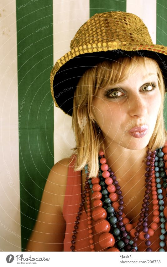 Aisha Mensch weiß grün Sommer Freude Gesicht feminin Glück Kopf Zufriedenheit blond rosa gold Fröhlichkeit Lebensfreude