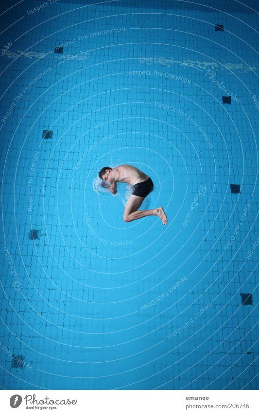 Wasserlage Mensch Jugendliche blau Freude Erwachsene Leben Sport Bewegung springen Schwimmen & Baden maskulin Lifestyle 18-30 Jahre Schwimmbad tauchen