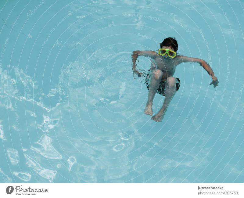 Völlig schwerelos Mensch Kind Jugendliche blau Wasser Ferien & Urlaub & Reisen Sommer Junge Freiheit Kindheit Zufriedenheit Schwimmen & Baden Freizeit & Hobby Schwimmbad tauchen Im Wasser treiben
