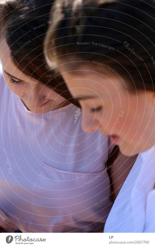 Teenager, die ein Gespräch haben Mensch Jugendliche Junge Frau schön Leben Lifestyle sprechen feminin Familie & Verwandtschaft Paar Freundschaft