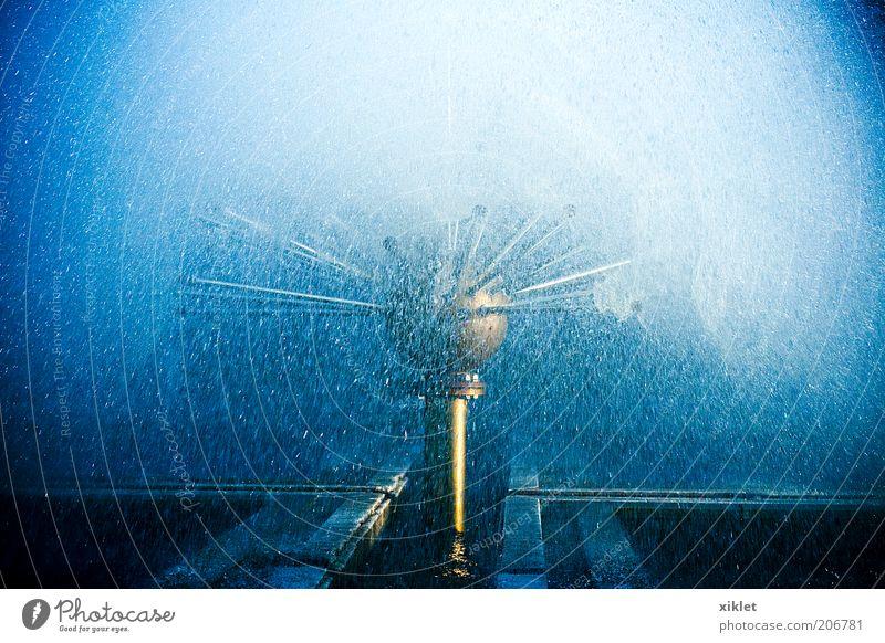 Wasser blau weiß Sonne kalt nass Coolness Tropfen heizen Springbrunnen Brunnen