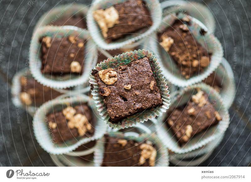 Schokoküchlein für alle weiß schwarz braun süß Kuchen Dessert eckig Backwaren Schokolade Teigwaren