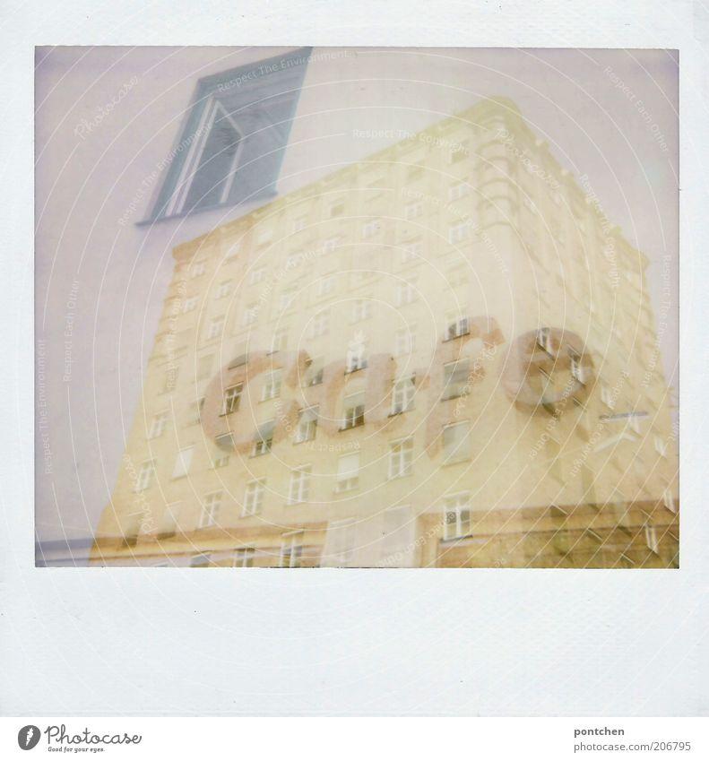 Polaroid Doppelbelichtung. Hochhaus und ein Café Schriftzug Haus München Bauwerk Gebäude Architektur Fenster Sehenswürdigkeit Städtisches Hochhaus