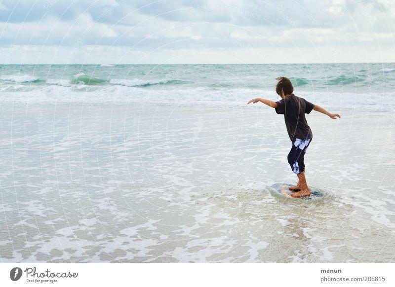Skim Natur Jugendliche Ferien & Urlaub & Reisen Meer Freude Strand Erholung Leben Junge Küste Horizont Kindheit Wellen Freizeit & Hobby Tourismus Lifestyle