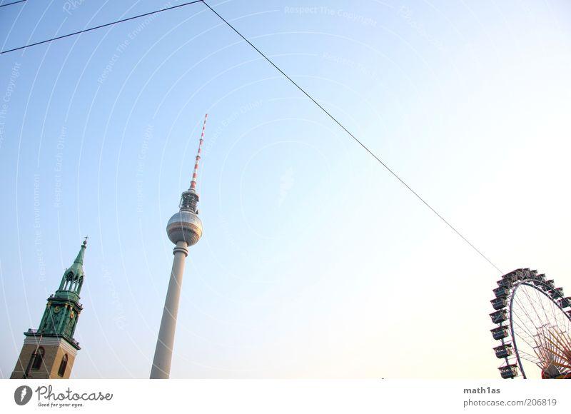 Die Drei Himmel Stadt blau grün Gebäude grau Freiheit Kirche Turm Bauwerk Skyline Wahrzeichen Hauptstadt Sehenswürdigkeit Dom Blauer Himmel