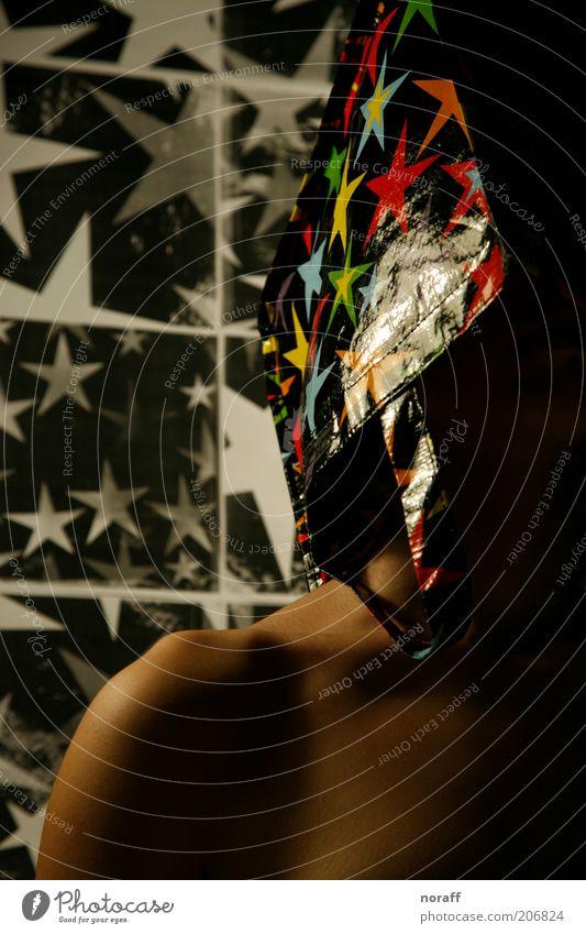 Sterne feminin Junge Frau Jugendliche 1 Mensch Tasche Stern (Symbol) ästhetisch mehrfarbig schwarz weiß ruhig Farbe Farbfoto Studioaufnahme Kunstlicht