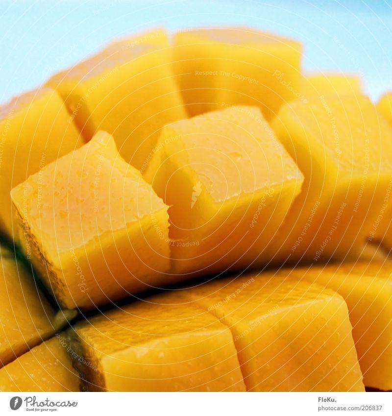 frische Mango Ernährung gelb Lebensmittel Frucht süß Teile u. Stücke lecker exotisch Vitamin Bioprodukte Würfel saftig fruchtig Studioaufnahme