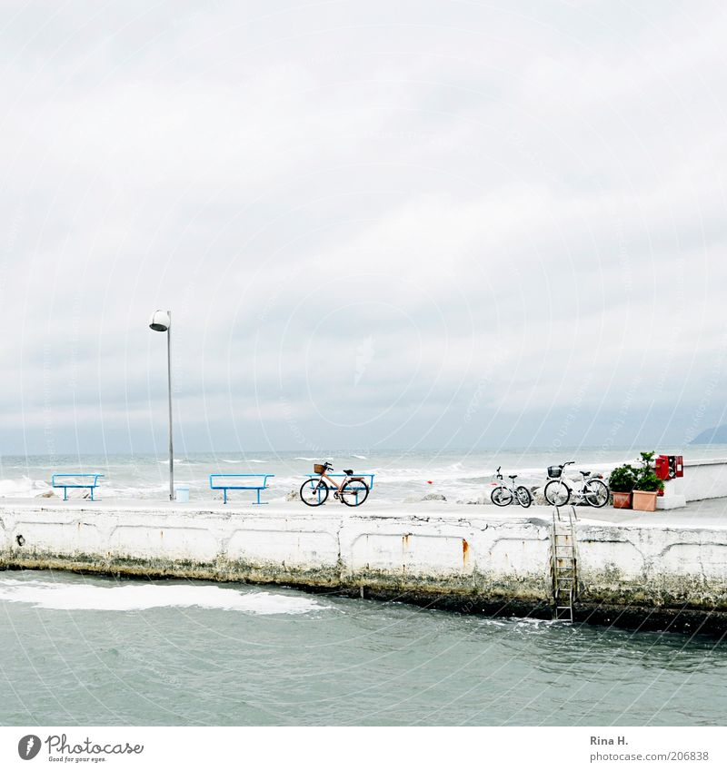 Menschenleer - oder Sturm über der Adria Natur Wasser Himmel Meer blau Sommer Ferien & Urlaub & Reisen Wolken Luft Fahrrad Wellen Wind Wetter Horizont Tourismus