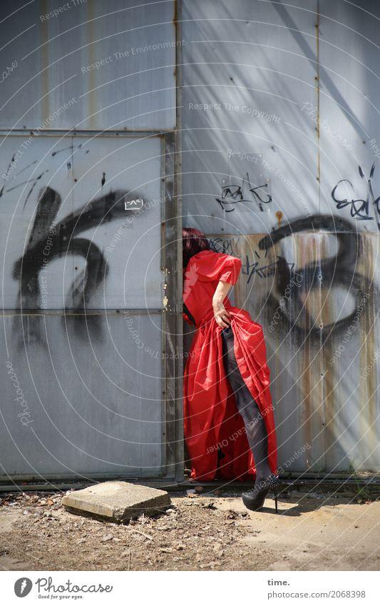AST 10 | die Luft ist rein Mensch Frau schön Erotik Erwachsene Leben Graffiti feminin außergewöhnlich Stein Metall Schriftzeichen Tür Kreativität warten