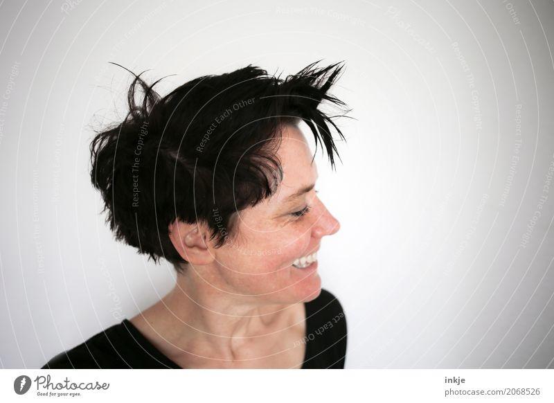 """Sowas nennen Friseure """"pfiffig"""" Lifestyle Stil Freude schön Haare & Frisuren Frau Erwachsene Leben Kopf Gesicht 1 Mensch 30-45 Jahre schwarzhaarig kurzhaarig"""