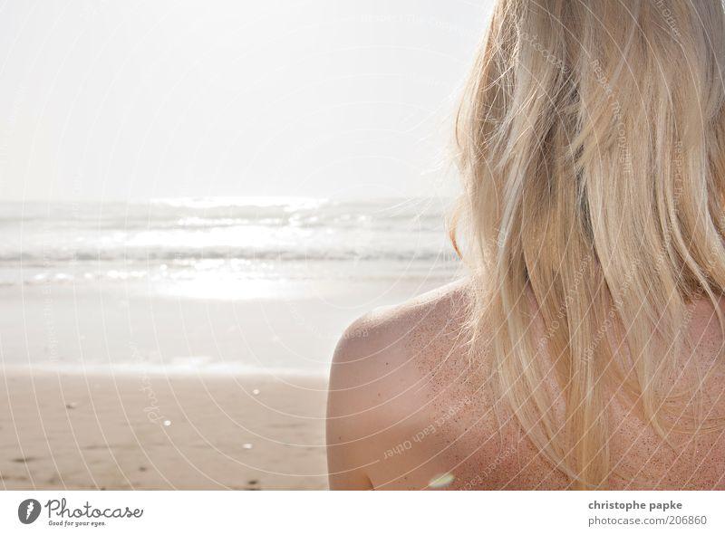 Sand auf der Haut Mensch Jugendliche schön Sonne Meer Sommer Strand Ferien & Urlaub & Reisen Erholung feminin Freiheit Haare & Frisuren Kopf Sand Zufriedenheit Wellen