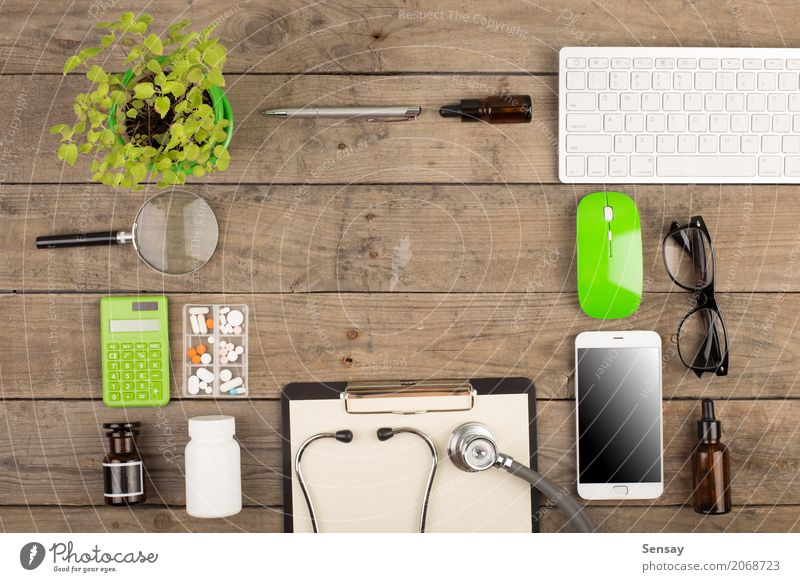 Pflanze grün weiß Holz Business oben Arbeit & Erwerbstätigkeit Textfreiraum Büro Tisch Computer Papier Telefon Medikament Wissenschaften Arzt