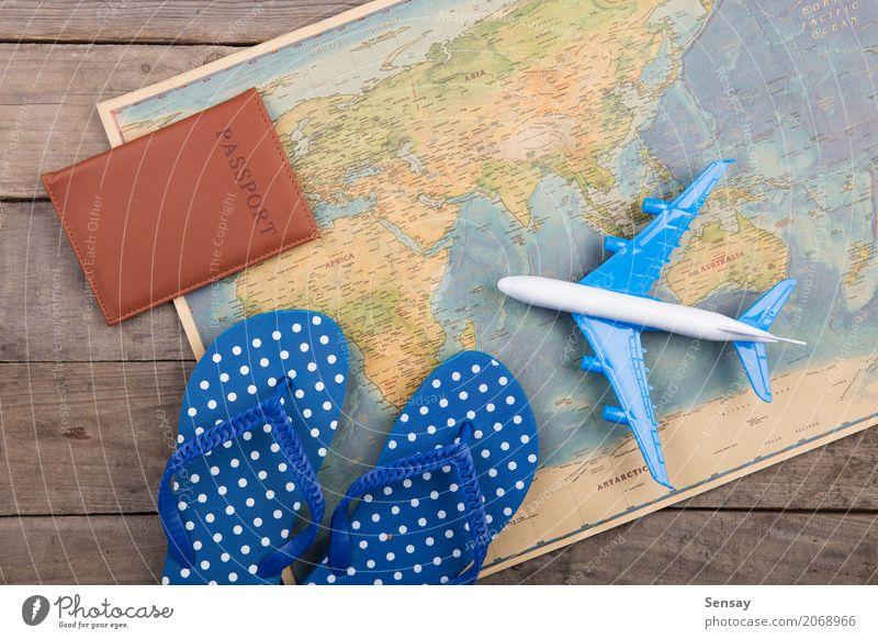Abenteuer Zeit Konzept Lifestyle Stil Erholung Freizeit & Hobby Ferien & Urlaub & Reisen Tourismus Ausflug Sommer Schreibtisch Flugzeug Spielzeug Holz blau