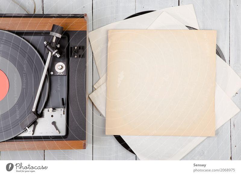 Vintage-Musik-Player-Plattenspieler mit LP Teller Spielen Entertainment Diskjockey Technik & Technologie Holz alt retro schwarz weiß lp Aussicht Top Spieler