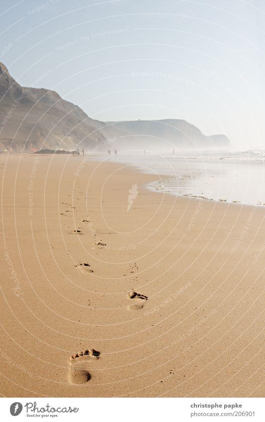 Fortschritt am Strand Wasser Meer Sommer Strand Ferien & Urlaub & Reisen Einsamkeit Ferne Erholung Freiheit Sand Wellen gehen Tourismus Ziel Bucht Symbole & Metaphern