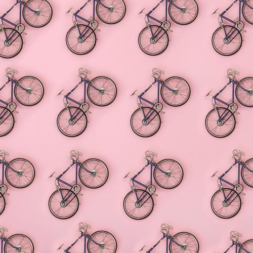 Sport-Muster - Spielzeug Fahrräder auf rosa Hintergrund Sommer Farbe weiß gelb Stil Menschengruppe oben Design hell Dekoration & Verzierung Kreativität Fitness