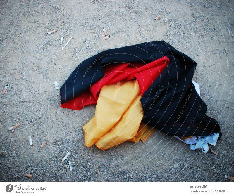 Aus der Traum. rot schwarz gold Boden Fahne Symbole & Metaphern Ende Zeichen Deutsche Flagge verloren vergangen Frustration Enttäuschung Weltmeisterschaft