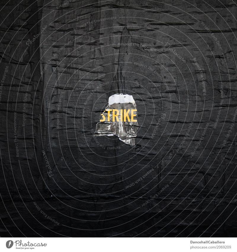 strike... Jugendliche Stadt schwarz Wand gelb Graffiti Mauer Schriftzeichen Perspektive Wandel & Veränderung planen Macht Ziel Team Konflikt & Streit
