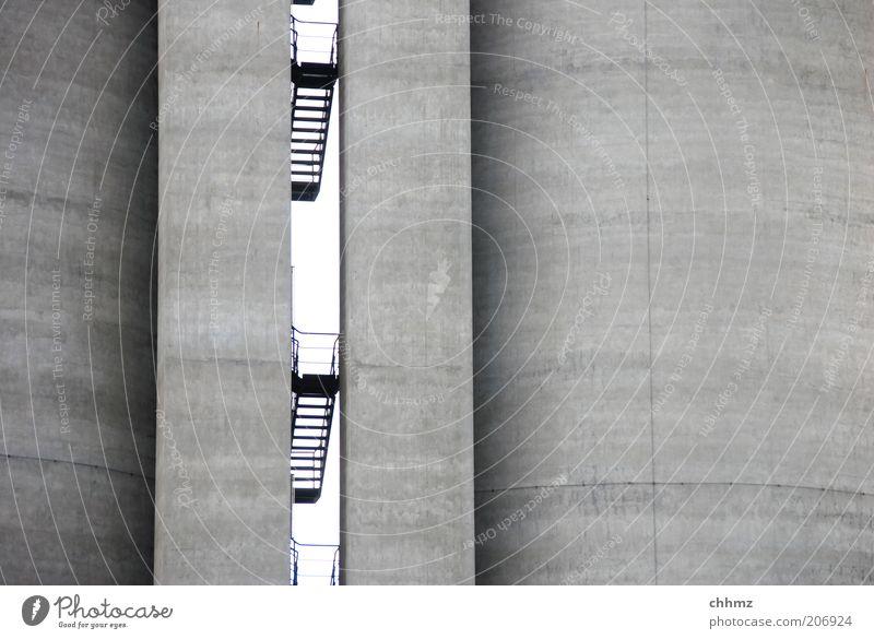 Platzangst Wand Architektur Mauer Linie Beton Treppe Industrie bedrohlich Industriefotografie Fabrik Stahl parallel Platzangst vertikal Fuge Richtung