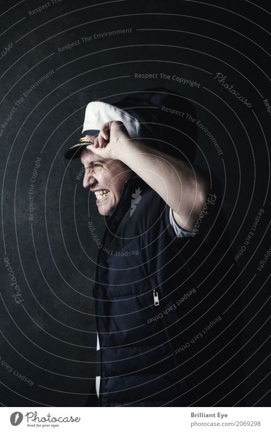stürmische Zeiten Mensch Ferien & Urlaub & Reisen Jugendliche Mann Meer 18-30 Jahre Erwachsene Lifestyle Gefühle Stimmung Regen maskulin Angst Wind gefährlich beobachten