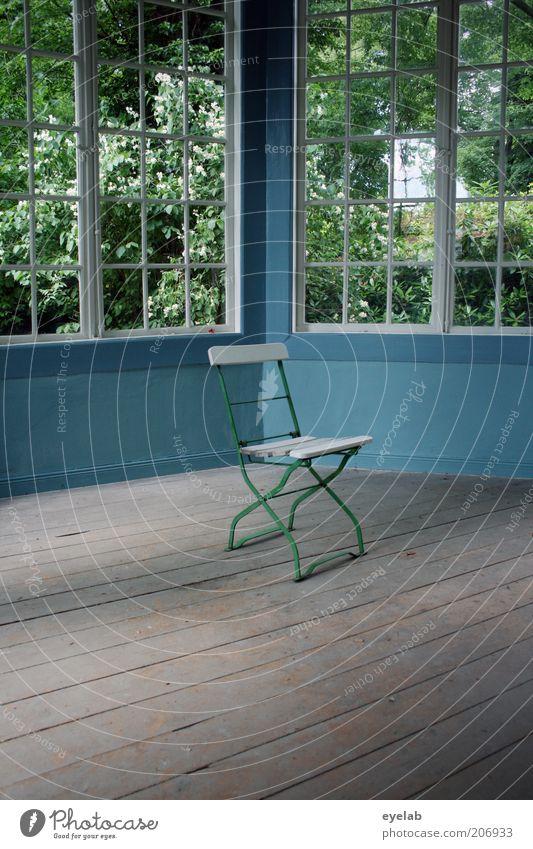 Sparsam möbliert alt blau Haus Fenster Garten Holz Gebäude Raum Architektur Wohnung elegant leer retro Stuhl Bodenbelag Dekoration & Verzierung