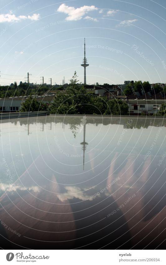 Das ist spitze Himmel Stadt Wolken Ferne Gebäude Architektur Wetter groß hoch Technik & Technologie Telekommunikation Turm dünn Skyline Bauwerk