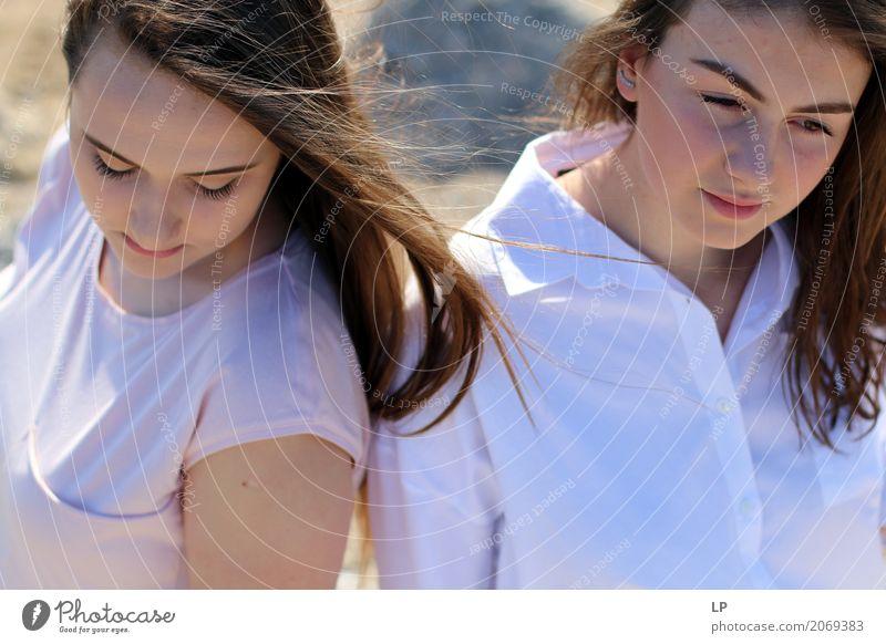 2 Mädchen Mensch Frau Jugendliche Junge Frau schön Erholung ruhig Erwachsene Leben Lifestyle Traurigkeit Gefühle feminin Stil Familie & Verwandtschaft
