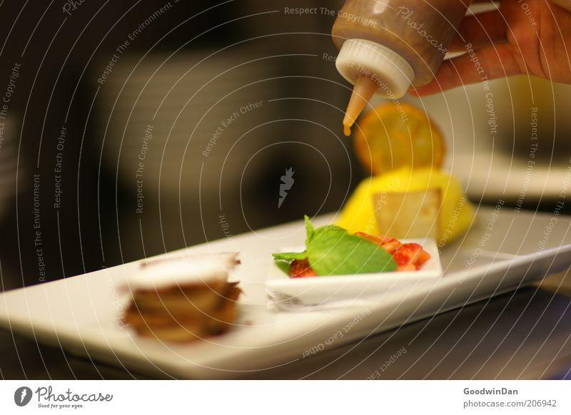 Alltag III Arbeit & Erwerbstätigkeit Gefühle Zufriedenheit Stimmung Orange Lebensmittel Speiseeis frisch süß nah authentisch Beruf Speise Geschirr lecker Appetit & Hunger