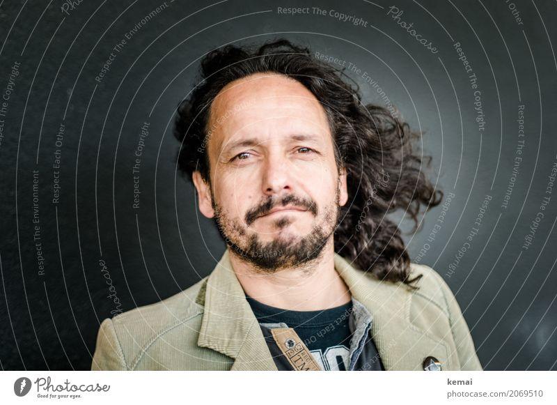 AST10 | Offenhaarig Mensch Mann ruhig Gesicht Erwachsene Leben Lifestyle Stil Haare & Frisuren Kopf Zufriedenheit maskulin stehen Lächeln Coolness