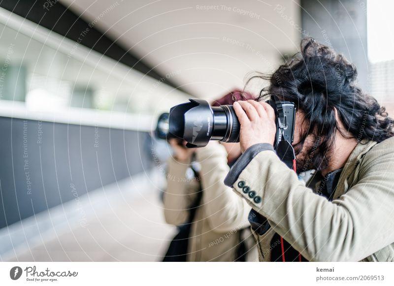 AST10 | Draufhalten Freizeit & Hobby Beruf Fotograf Fotografie Fotokamera Mensch maskulin feminin Erwachsene Leben Kopf Haare & Frisuren Hand 2 Jacke