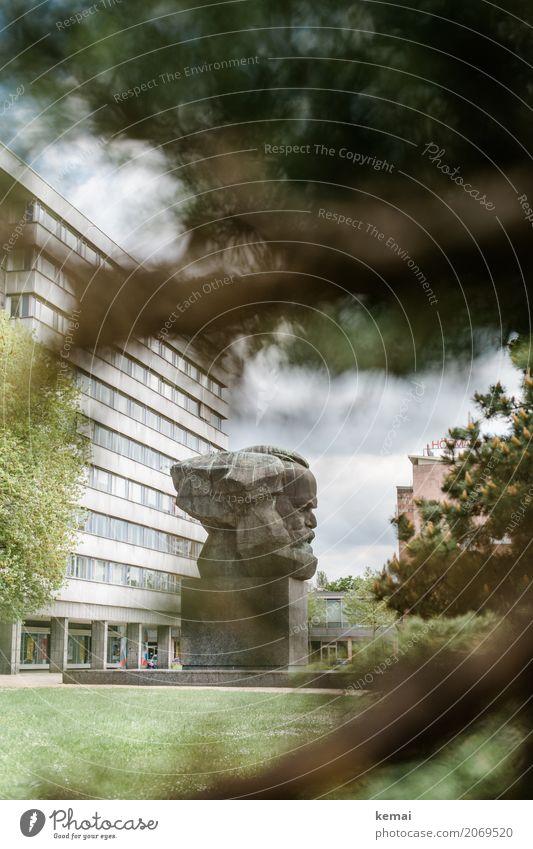 AST10 | Seitenblick Ferien & Urlaub & Reisen Tourismus Ausflug Sightseeing Städtereise Gras Sträucher Chemnitz Stadt Stadtzentrum Haus Gebäude Hochhaus Fassade